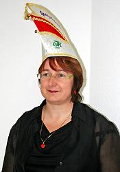 Spargelstecher Senatorin Regina Hertlein