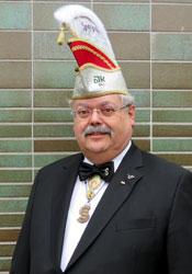 Spargelstecher Senatspräsident Bernhard Mäder