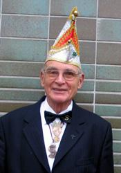 Spargelstecher Senator Gerhard Reinelt