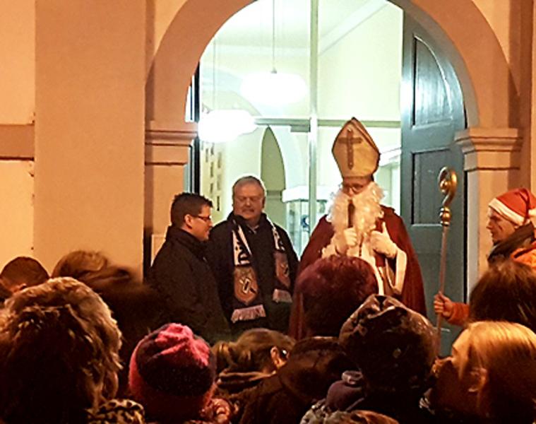 Spargelstecher-Fasnacht: Adventsstimmung auf dem Rathausplatz