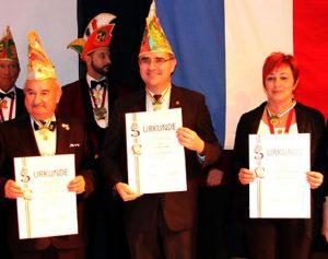 Spargelstecher-Fasnacht: Hans-Köble-Orden-Verleihung mit Spargelstechern und Löwenjägern