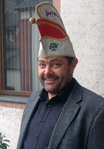Spargelstecher Senator Pfarrer Theo Hipp