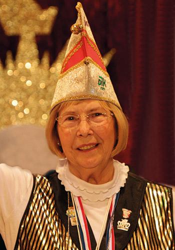 Spargelstecher Senatorin Marianne Seitz